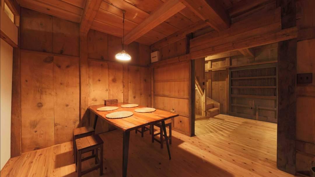 総面積64平米/1階 :キッチン(吹き抜け)+リビングルーム+洗面所・風呂・トイレ