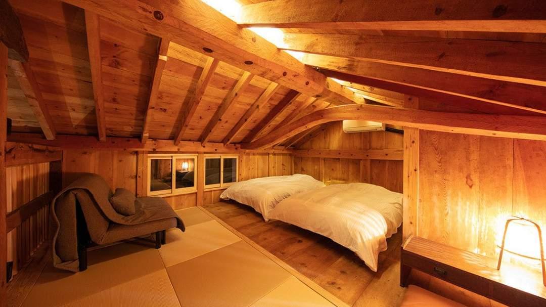 64平米/2階:寝室 ベッド 幅120cm × 長さ195cm × 高さ35cm 2台