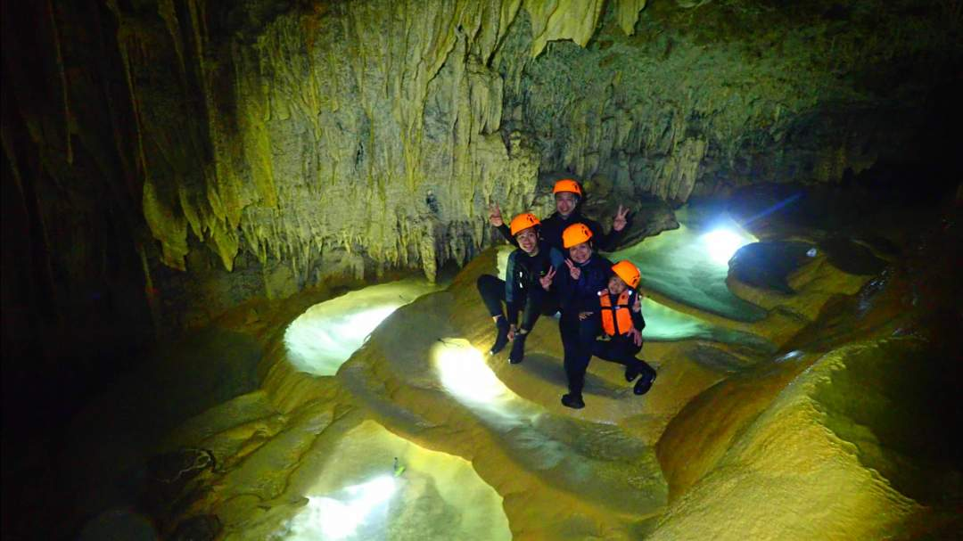 長い年月をかけてできた神秘的な鍾乳洞「パンプキンホール」!