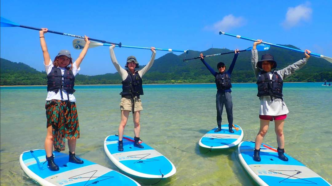 「ミシュラングリーンガイド」でも三ツ星を獲得した川平湾で楽しむクルージングツアーです。安定感抜群のSUP/カヌーで美しい海をクルージングする体験は非日常そのものです!