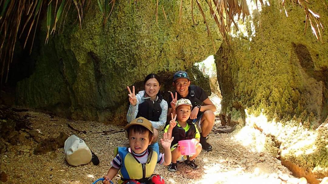 カヤックでプチ洞窟まで漕いだら上陸! 洞窟にはどんな生き物が住んでいるでしょうか?