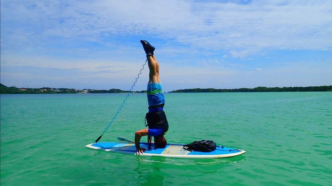 SUP(Stand Up Paddleboarding) 近年話題のニューアクティビティ「SUP」(サップ)は、実は立っても座っても楽しめる万能アクティビティ!想像以上の安定感に驚くはず!