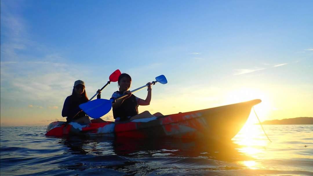 サンセットカヌー 安定感抜群のカヌーで美しいサンセットを見ながらクルージングする体験は非日常そのものです!