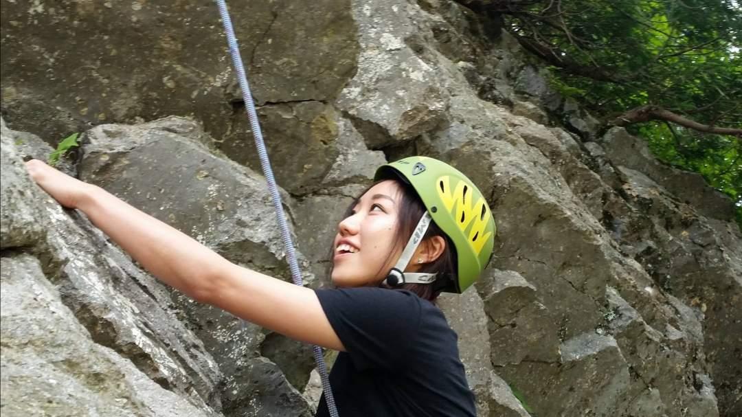 ルートも登り方も自分次第、攻略法を考えて全身を使って登る。
