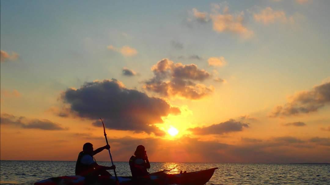 宮古島のサンセットスポットでカヌー体験! 宮古島の絶景ビーチのサンセットポイントでカヌーを体験していただきます!経験不問!ガイドがサポートいたしますのでお気軽にご参加を!