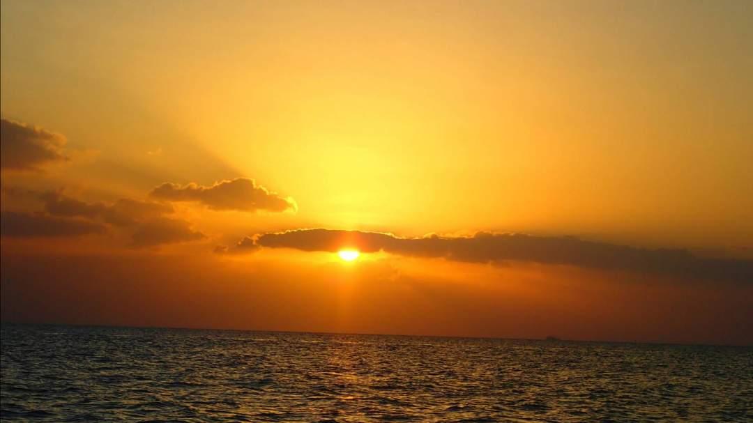 フィールドは宮古島の絶景ビーチ 宮古島の海は、沖縄屈指の透明度!特にサンセットタイムは独特な時間と雰囲気が流れています♪