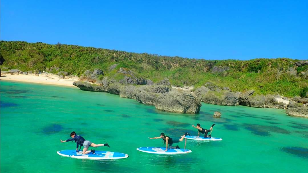 絶景ビーチでのSUPorカヌー! 広々としたフィールドで自由度が高く、美しい海を眺めながら存分にSUPorカヌーを体験することができます。