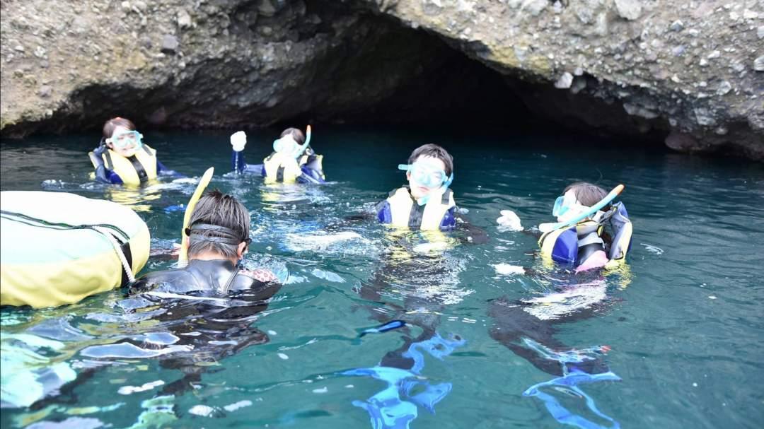 青の洞窟前で