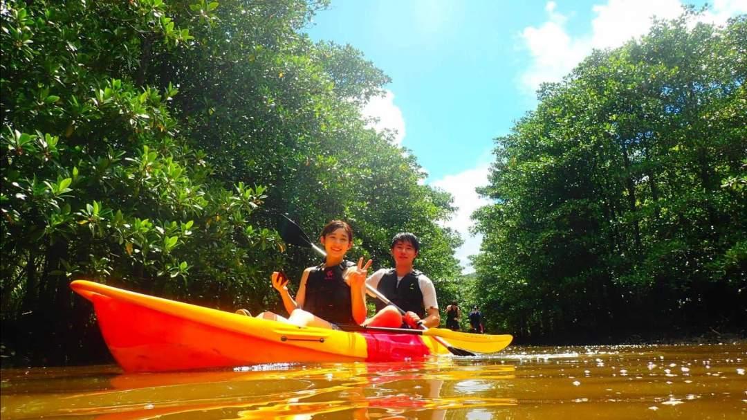 ピナイサーラの滝マングローブカヌー 定番アクティビティのカヌーでマングローブ林を進み、沖縄県最大の滝「ピナイサーラの滝」を目指します!