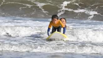 【千葉・九十九里】女性の講師が丁寧に教える楽しく安心なサーフィンスクール!!