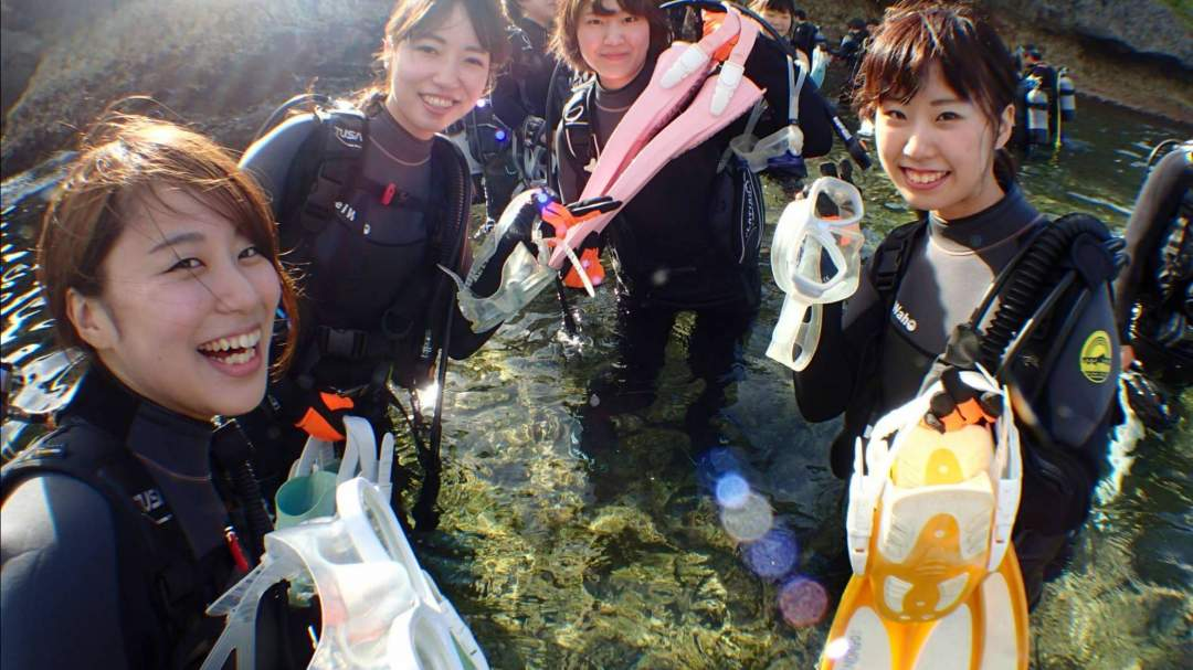 学生最後の思い出作りは沖縄の綺麗な海で!! 思いっきり楽しんで、素敵な写真もパシャリ☆