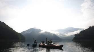 【群馬・みなかみ】一日の中で最も美しい早朝の湖でカヌーツアー♪