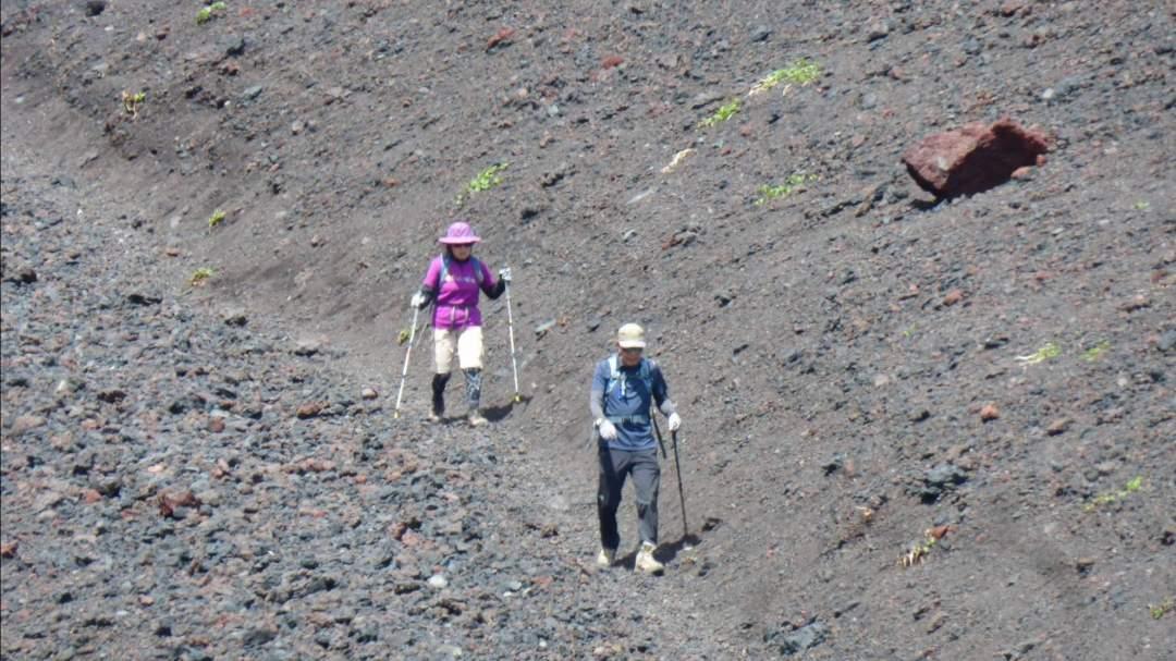 ★富士山頂より大きいといわれる宝永火口の底までご案内いたします。