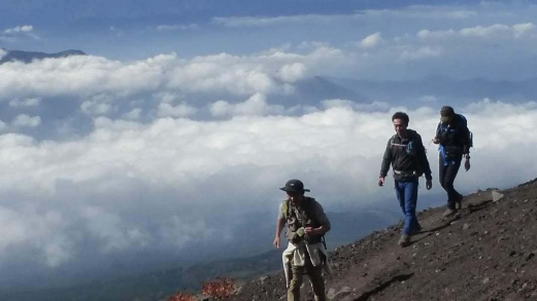 ★眼下に雲海の広がりの中を歩く、正に「雲上人」の気分。