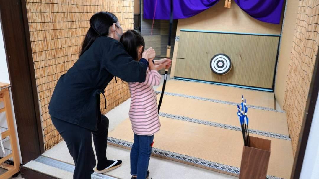 半弓道は小さなお子様でも引ける弱い弓を使用します! 安心してお越し下さい!