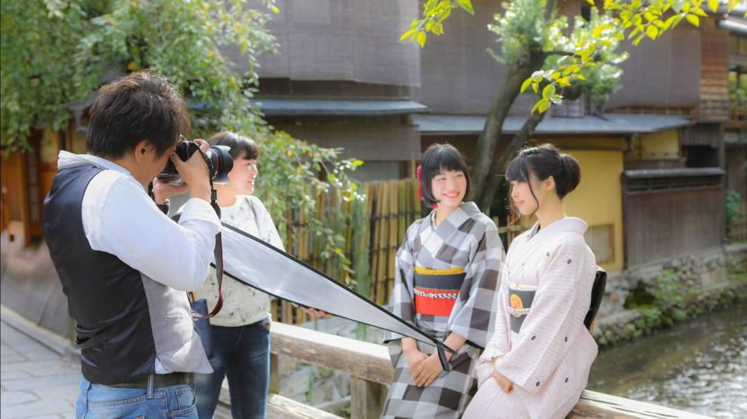 *プロカメラマンと京都の観光地を巡り、お客様の最高の一瞬を撮影致します。  着物姿が美しく見えるポージング・表情をご指示致しますので初めての方も安心して撮影いただけます。