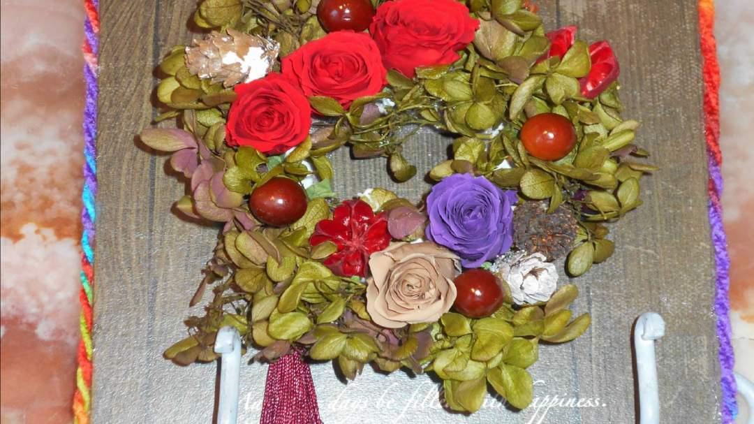 オーナメントや木の実、花の色は選べます。 中・上級者向きです。