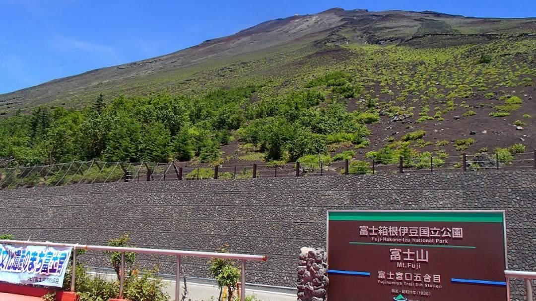富士山の4つある登山口の中でも最も標高の高い富士宮五合目(2,400m)より登山スタートします。