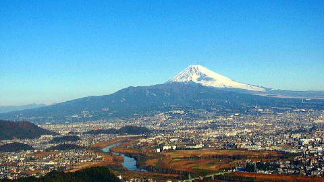 最後は大嵐山(日守山)山頂から富士の絶景をご覧いただきます!