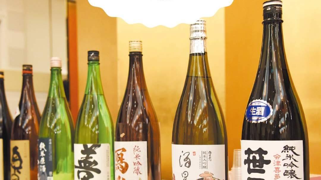 大人気!日本酒の飲み比べコーナー