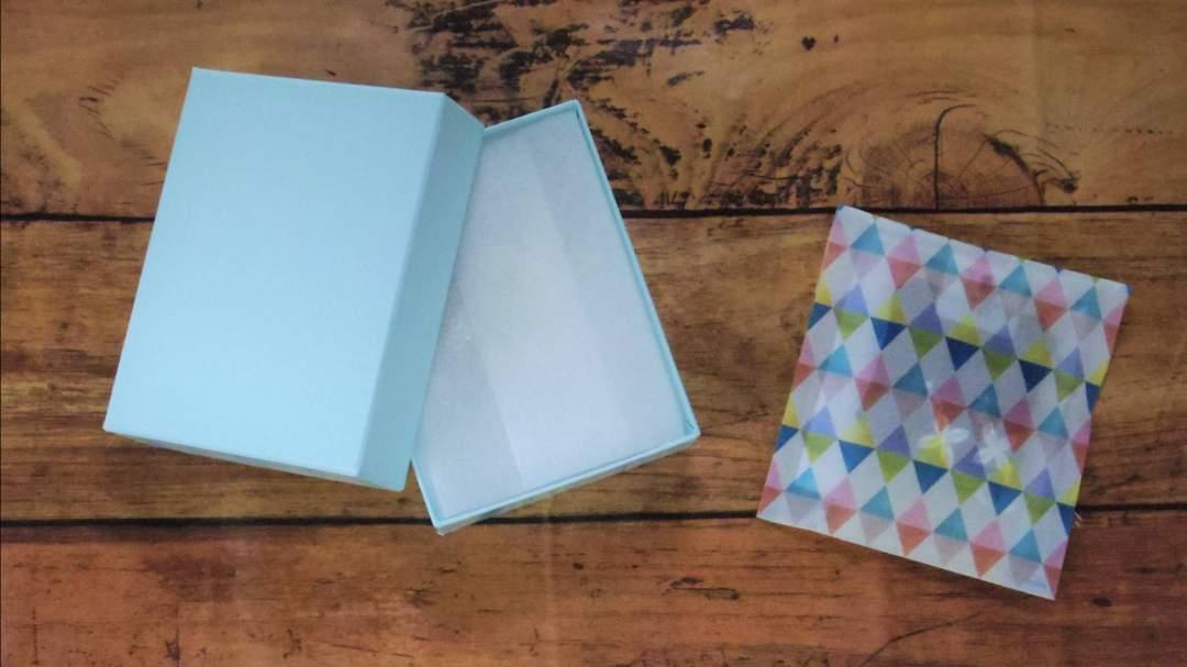 袋での包装、お箱での包装をご用意しています。(在庫状況によって袋、箱等の種類や色は変わります。)